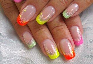 Неоновый френч в дизайне ногтей - фото 14