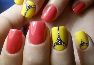 Полосатая геометрия в дизайне ногтей - фото 1