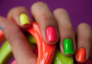 Разноцветный маникюр гель-лаком - фото 10