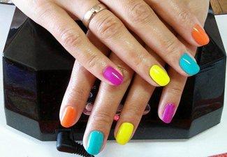 Разноцветный маникюр гель-лаком - фото 6