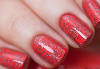 Варианты ногтей с осенними рисунками - фото 21