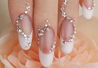 Новинки дизайна ногтей со стразами - фото 22