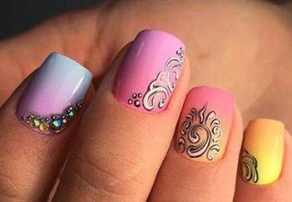 Новинки дизайна ногтей со стразами - фото 42