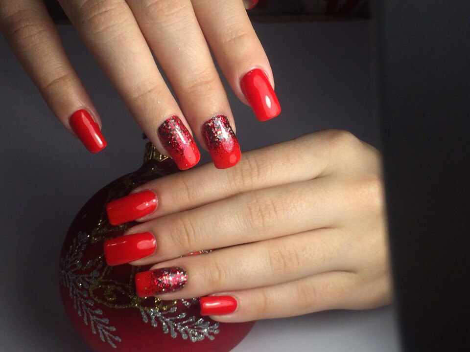 Фото ногтей с красными блестками